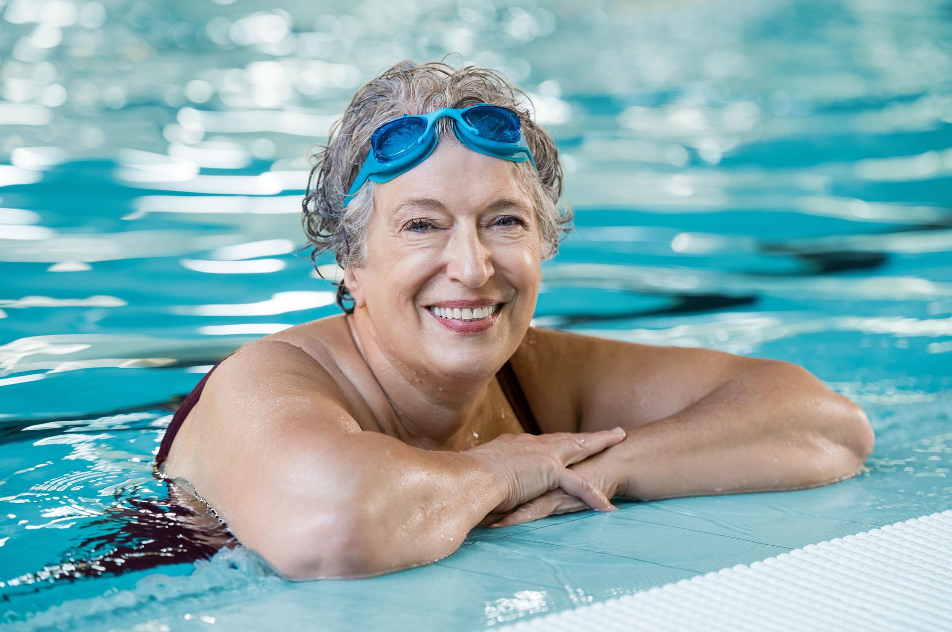 Schwimmbad mit Dame